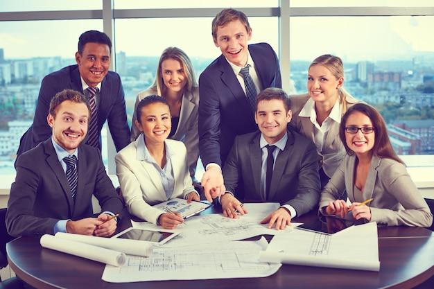 Equipe que trabalha em conjunto para alcançar melhores resultados