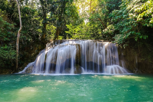 Erawan waterfall floor 2 no national park, tailândia