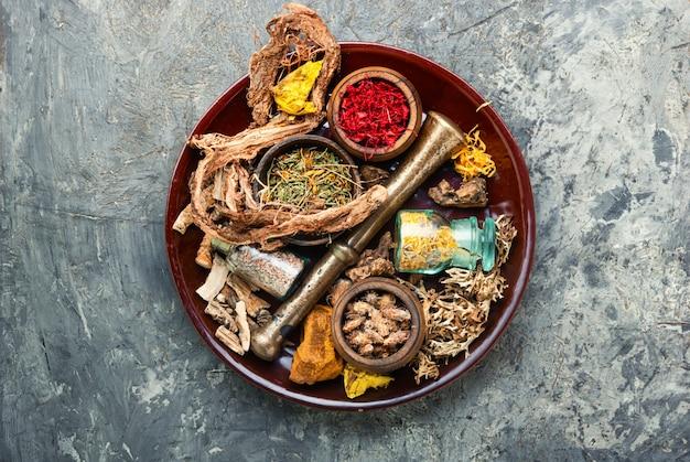 Ervas medicinais e raízes