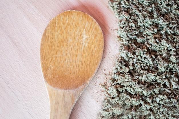 Ervas naturais, anti-inflamatórias, antimicrobianas, hemostáticas - chá de sálvia orgânico