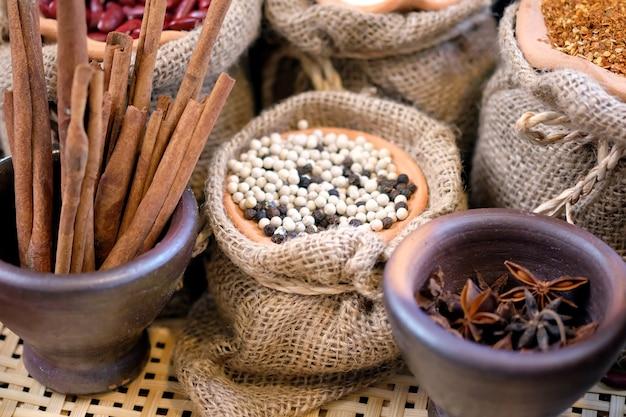 Ervas secas, especiarias cozinhar para a tailândia