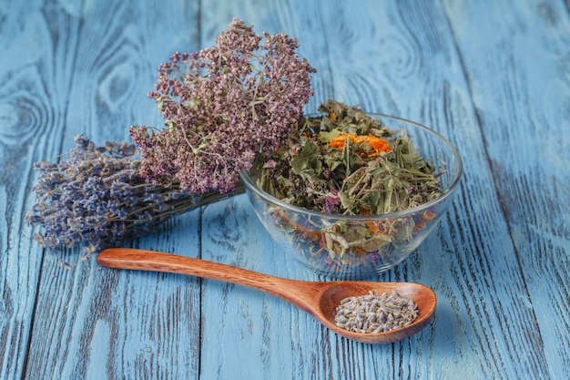 Ervas secas médicas naturais sortidas