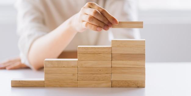 Escada da carreira para o desenvolvimento de negócios de conceito de processo bem-sucedido