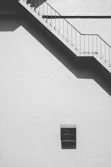 Escada de betão exterior em ângulo