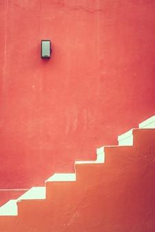 Escada de concreto vermelho