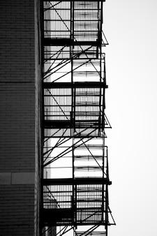 Escada de incêndio fora do prédio em chicago