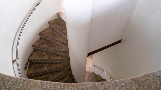 Escada em espiral na torre de turismo