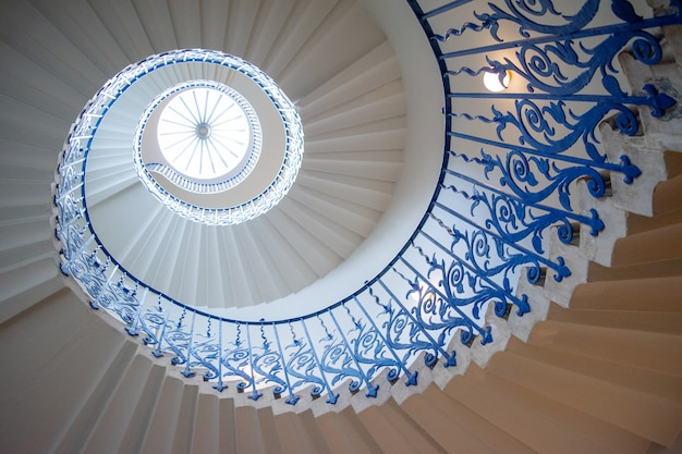 Escada em espiral tulipa vista para baixo perspectiva