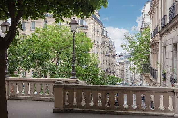 Escada na colina montmartre em paris, frança