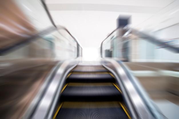 Escada rolante borrada