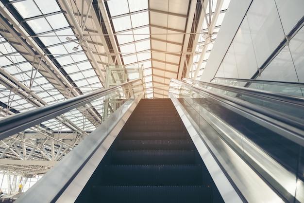 Escada rolante dupla subindo