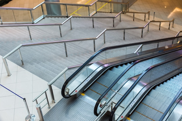 Escada rolante e escadas