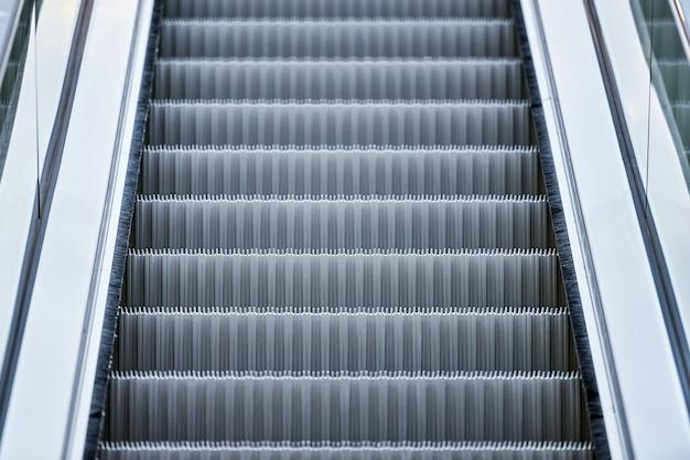 Escada rolante em shopping center