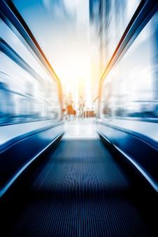 Escada rolante em uma estação de metro