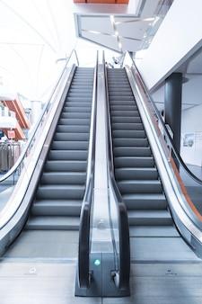 Escada rolante, subir e descer escadas rolantes