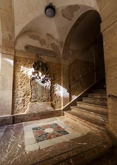 Escadaria do palácio bonanno em ortigia