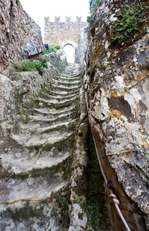 Escadarias antigas, castelo medieval de sperlinga, na sicília