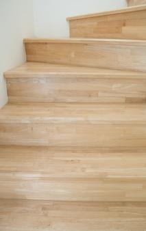 Escadas de madeira, interior