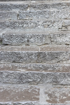 Escadas de pedra antigas com degraus afiados textura grunge de escada externa