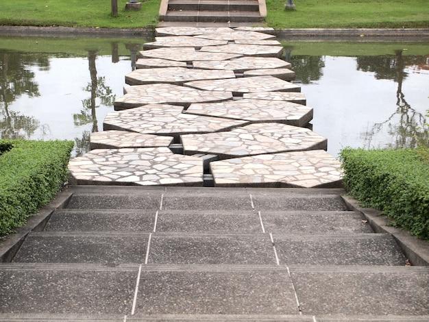 Escadas em ilha na tailândia