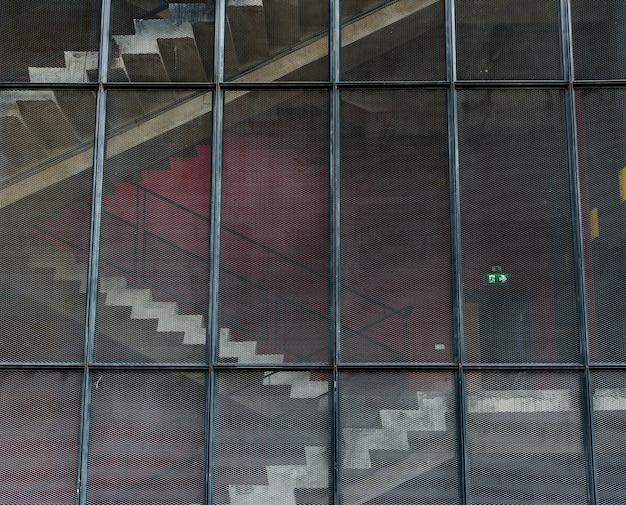 Escadas em um edifício moderno
