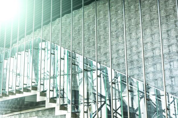 Escadas modernas com corrimão de vidro