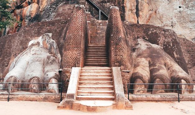 Escadas na rocha do leão