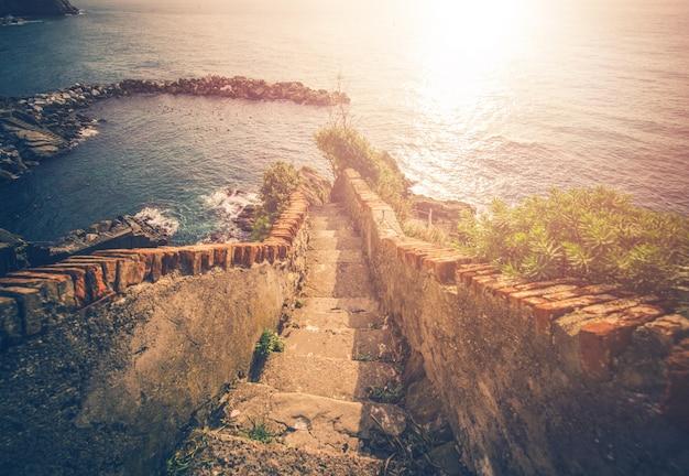 Escadas para o mar