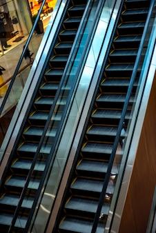 Escadas rolantes de shopping centers