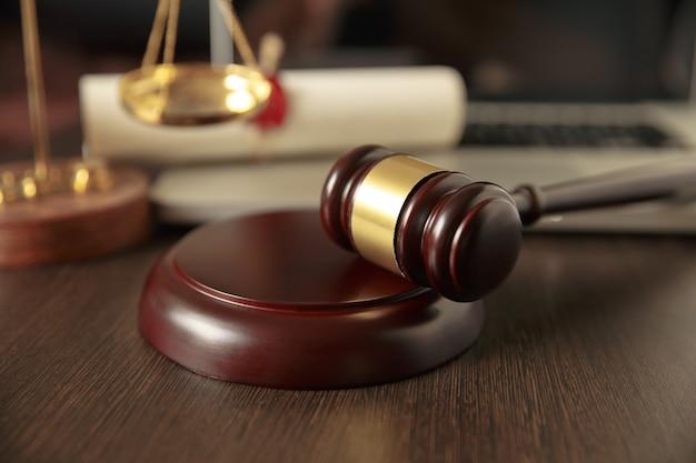 Escalas do martelo do juiz da justiça e da lei