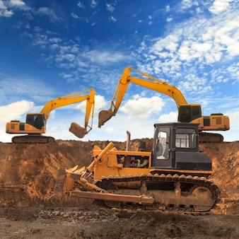 Escavadeira e motoniveladora