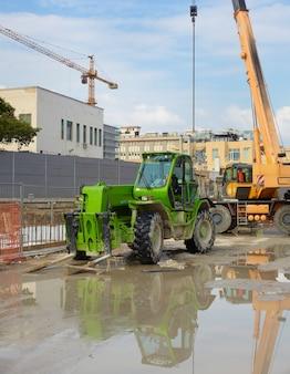 Escavadeira verde