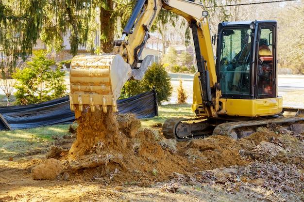 Escavadora de obras em movimento terra