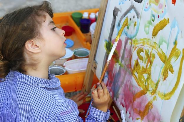 Escola de artista menina pintura aquarelas retrato