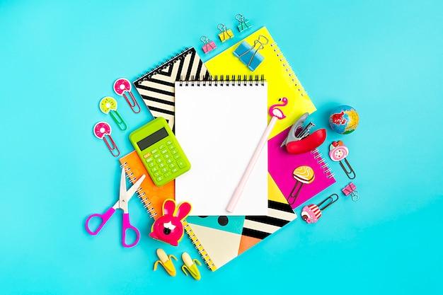Escola, e, material de escritório, conceito, volta, para, escola, apartamento, leigo, vista superior