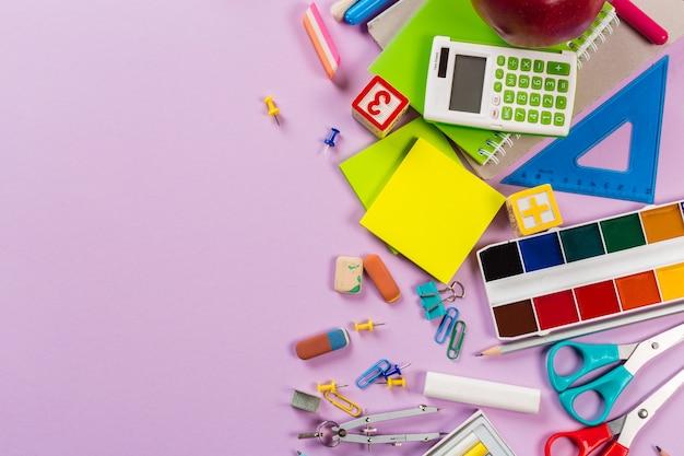 Escola e material de escritório. vista do topo.
