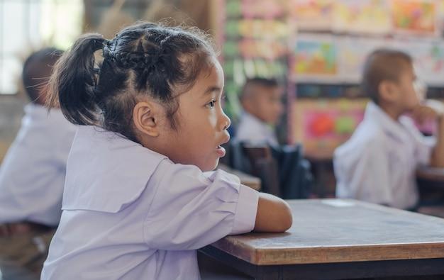 Escola primária, menina asiática, estudar, em, um, classe educação