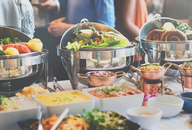 Escolha de brunch multidão jantar comida opções comendo o conceito