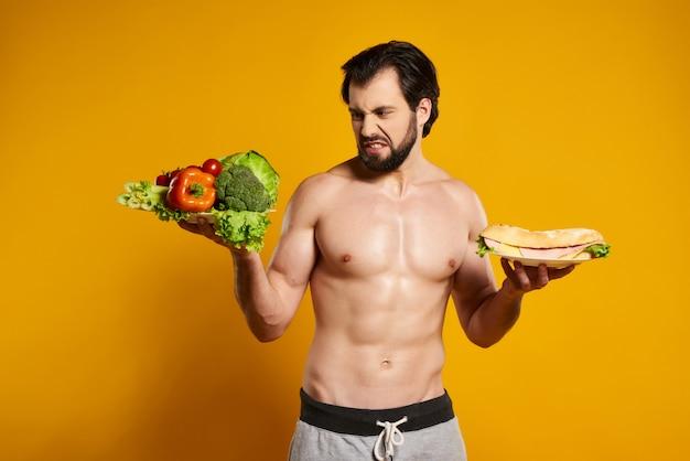 Escolha do homem entre o alimento saudável e prejudicial.
