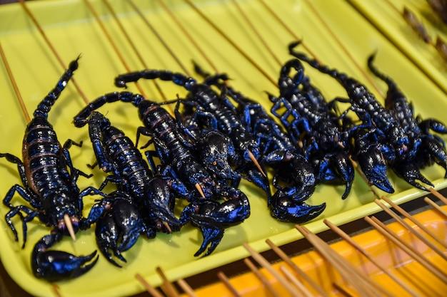 Escorpiões fritos