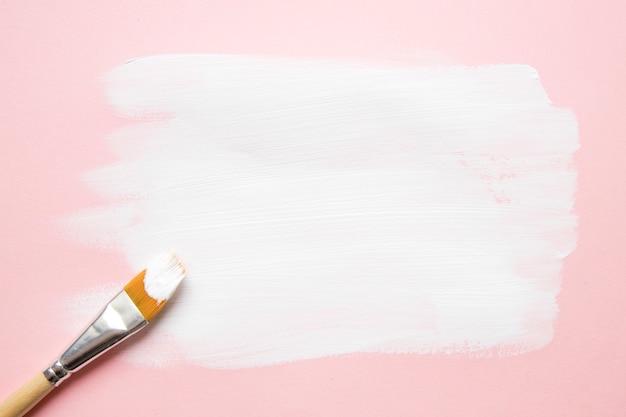 Escova composta em esfregaços de tinta
