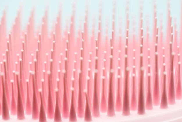 Escova de cabelo rosa close-up