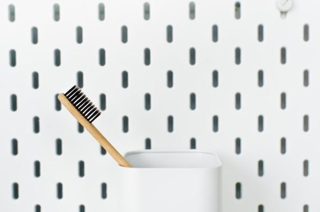Escova de dentes de bambu, conceito livre de plástico, desperdício zero