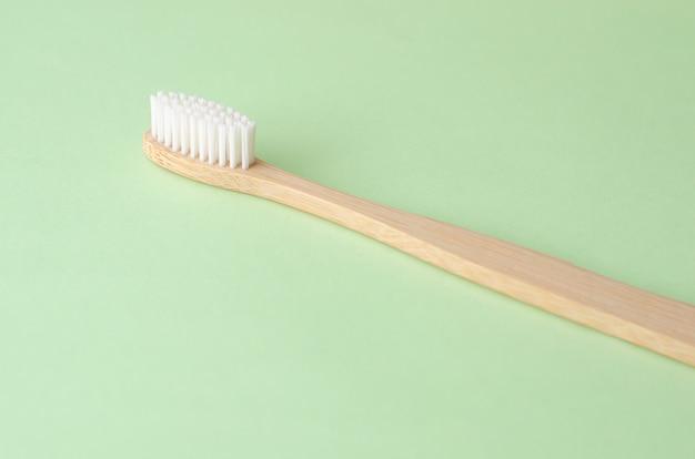 Escova de dentes de bambu natural