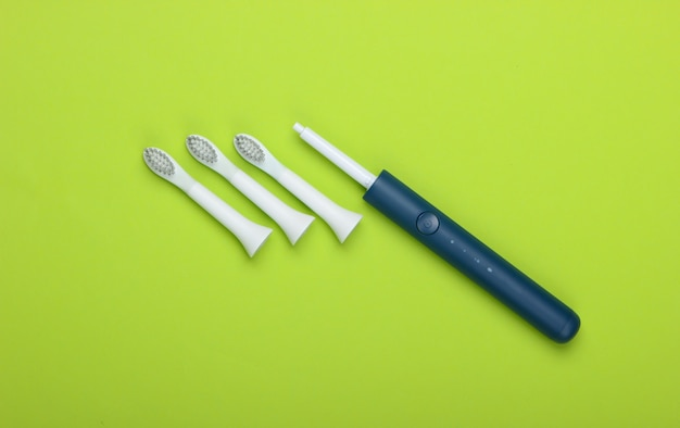 Escova de dentes elétrica moderna com bicos