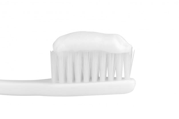 Escova de dentes isolada no branco