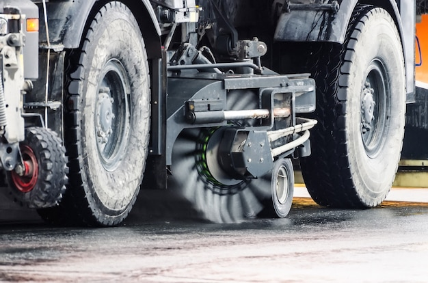 Escova de limpeza de rodas de estradas da máquina de colheita.