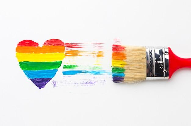 Escova de pintura grande e coração do arco-íris