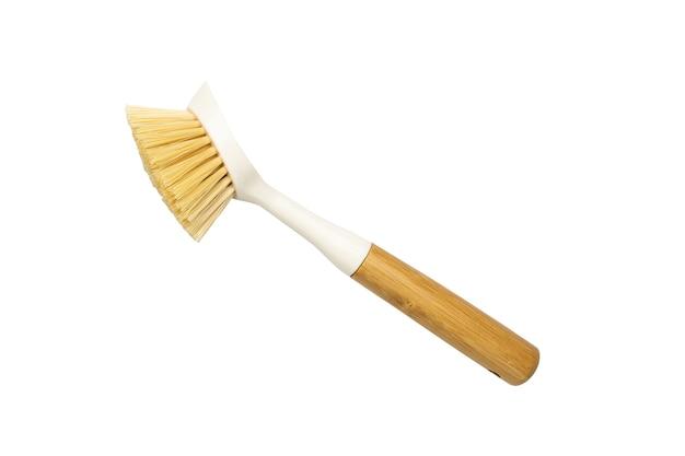 Escova de prato de madeira com madeira de bambu e fibra tampico de cerdas naturais no item de fundo branco para c ...