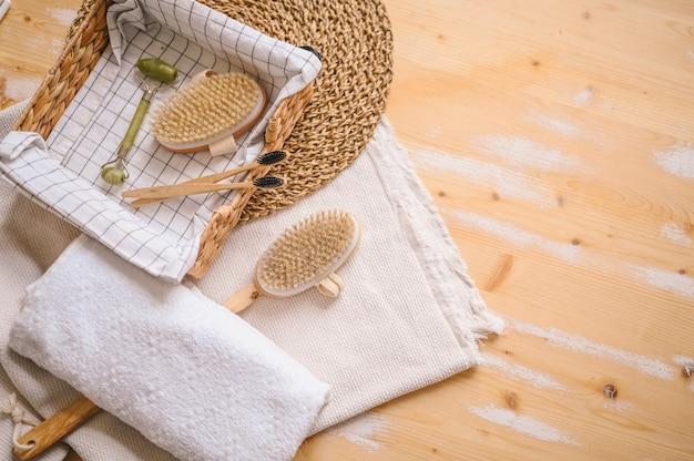 Escovas corporais de sisal natural para massagem anticelulite seca, escovas de dente de bambu preto Foto Premium